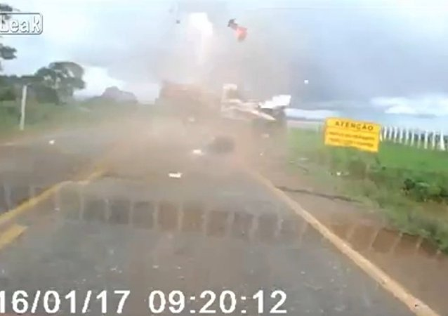Driver ejected like a mortar after losing control of vehicle