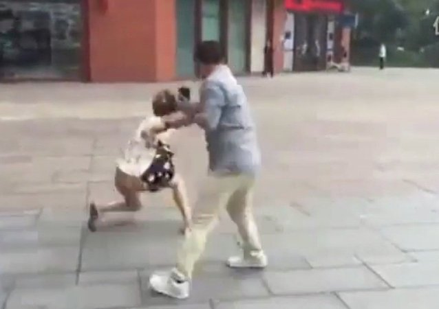 First Real Life Date Turns Into Hand-to-Hand Fight in China