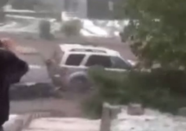 Floodwater sweeps away two cars in Colorado